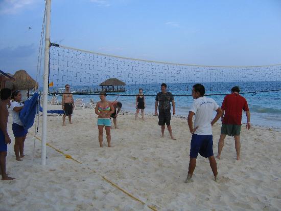 Azul Beach Resort Riviera Maya: Beach Volleyball