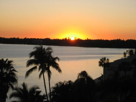 Fort Myers Beach, FL: Sunset from our Lenai