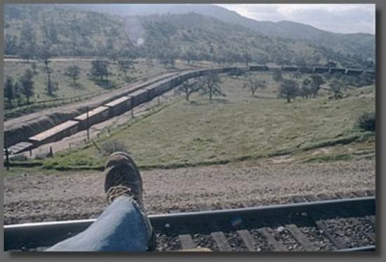 Tehachapi, كاليفورنيا: Tahachapee Loop Cali. My boot size 12