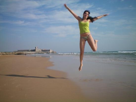 การ์เคฟลอส, โปรตุเกส: Carcavelos - pulando e o castelinho atras!