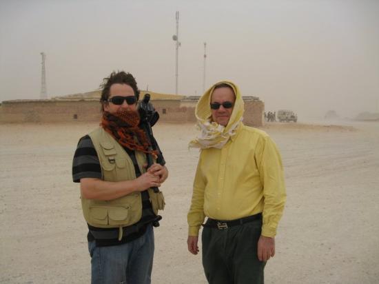 Tindouf, แอลจีเรีย: Herr Erdman och Assarsson i sandstorm
