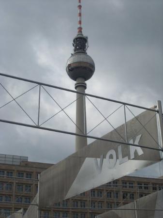 Berlin TV Tower: Auf dem Alexanderplatz.