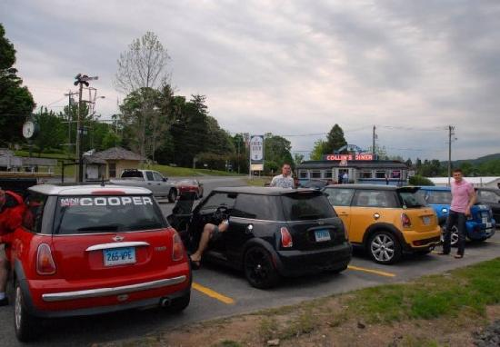Collin's Diner: MINI Coopers rendezvous at dawn at Collins Diner