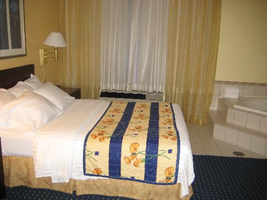 Springhill Suites Hershey Near the Park : queen bed
