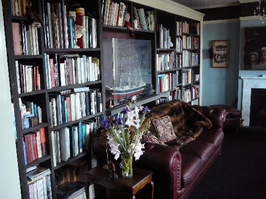 Sunderland House : The guests Library