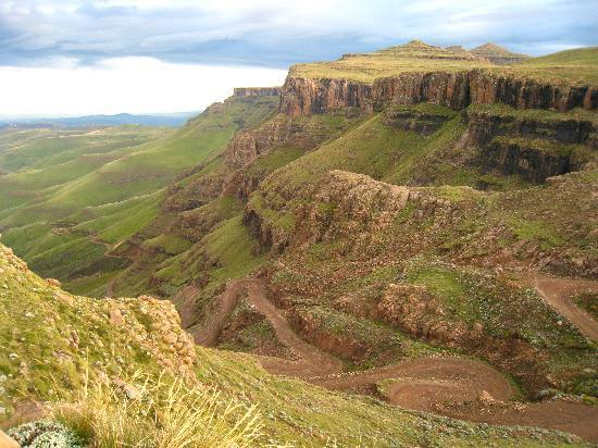 Sani Mountain Lodge: View of the Sani Pass from Sani Top Chalet