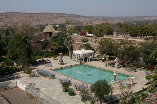 Castle Bijaipur: View of pool from hotel