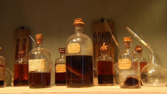 Franco Condado, Francia: Dans son laboratoire personnel conservé intact, fioles et éprouvettes témoignent de ses travaux