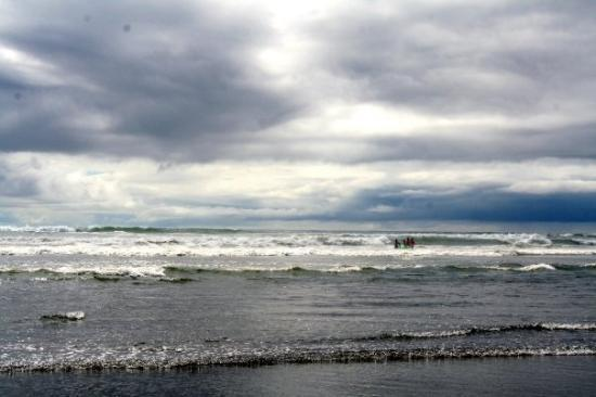 Ocean Shores, Ουάσιγκτον: stormy clouds but the humitiy was at 96%