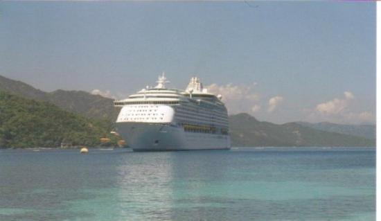 Ocho Rios, Jamaika: our ship from Haiti