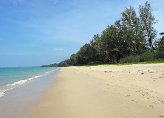 Bangsak Village: the beach