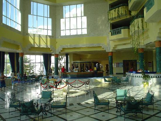 El Mouradi El Menzah: bar nella hall