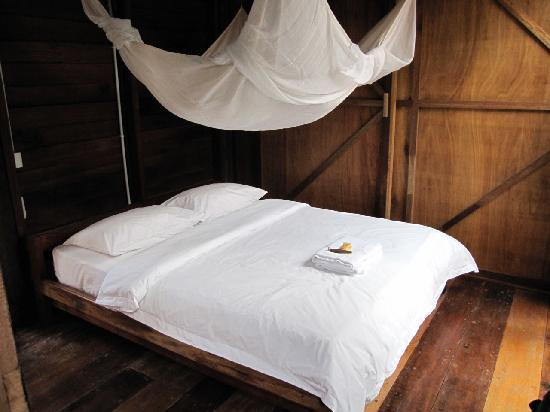 Paganakan Dii Tropical Retreat: Bed and mosquito net