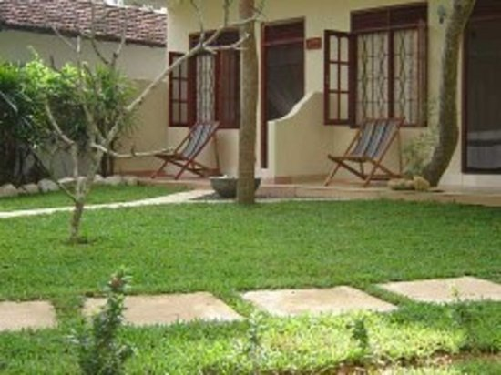 Sea Breeze Guest House: Bungalows Celltantalo Resort
