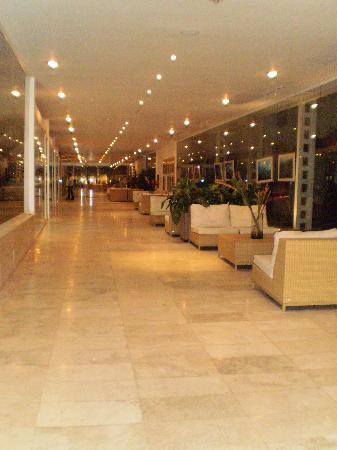 Hotel Kristoff: PASILLO CON TIENDAS