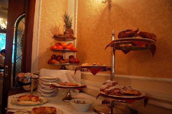 Hotel Dei Consoli : Breakfast pastries