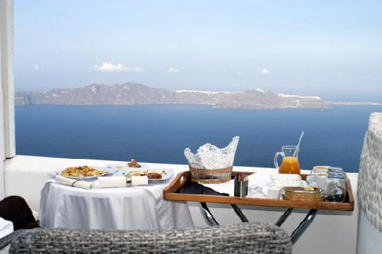 Above Blue Suites: Breakfast