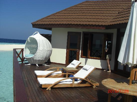 Robinson Club Maldives: 水上コテージ外の様子