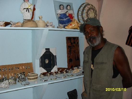 Gaviota Coral Reef Resort : George and his hand made jewellry