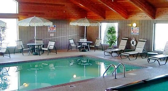 Boarders Inn & Suites by Cobblestone Hotels Faribault, MN: Pool