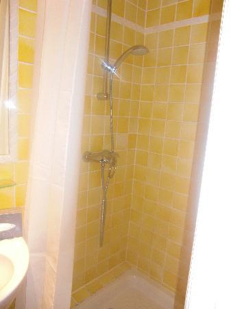 Hotel Les Palmiers : shower