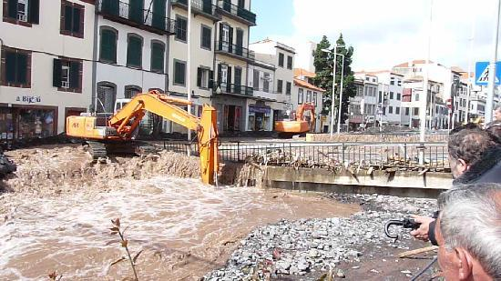 Atlantida Apartments: Clearing up