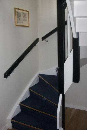 Mayfair Hotel Tunneln: From room 501, a stair up to the bedroom