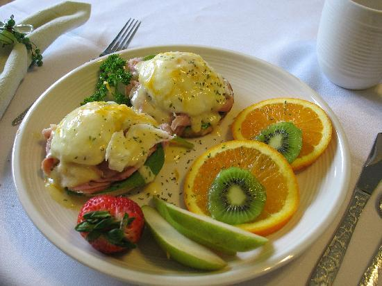 The Nelson House Bed and Breakfast: Eggs Benedict anyone?