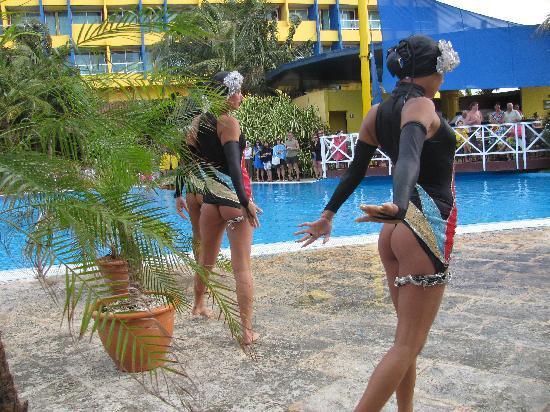 Barceló Solymar: synchronized swimm show