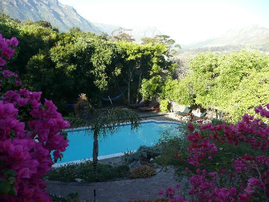Malaika Lodge: swimming pool and gardens at lodge