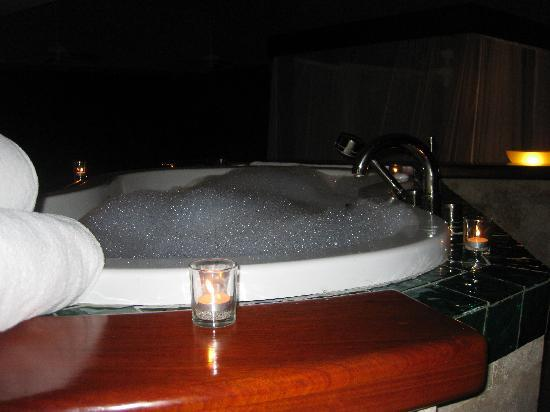 Jade Mountain Resort: My bath