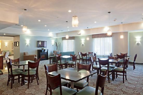 Holiday Inn Express Hotel & Suites Meriden: Breakfast Room With Fireplace