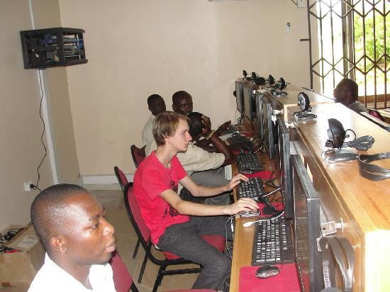Gateway Cyber Cafe: Cafe Customers1