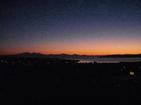 Hilton Lake Taupo: The View at Sunset from our Room