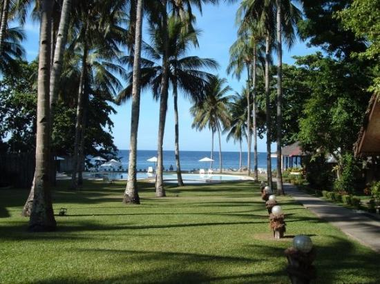 Mambajao, ฟิลิปปินส์: The resort grounds at Bahay-Bakasyunan resort. June 2009
