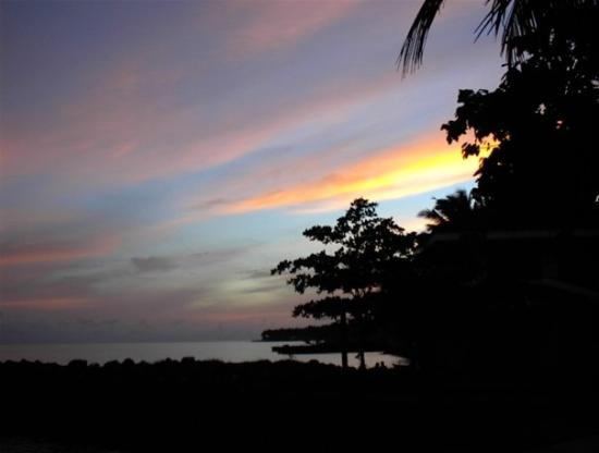 Paras Beach Resort: Sunrise on Camiguin Island