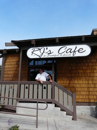 RJ's Cafe: Front of the Restaurant