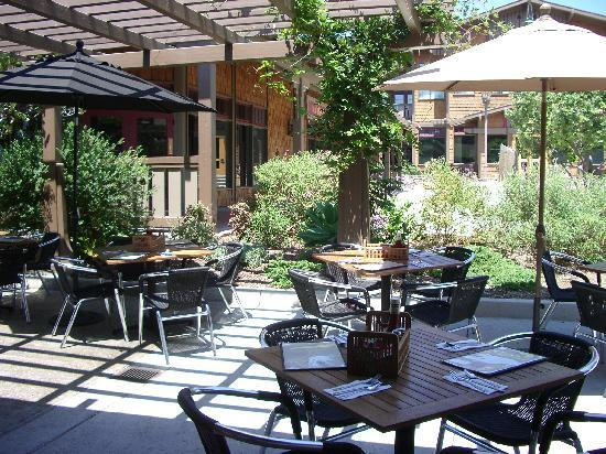 RJ's Cafe: Patio Dining