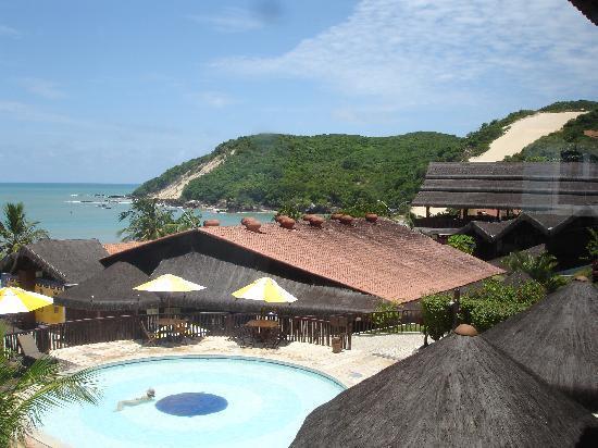 D Beach Resort: La piscina alta ed il ristorante