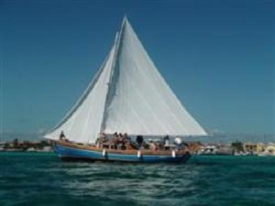 Blue Tang Inn: Sirena Azul Sailboat