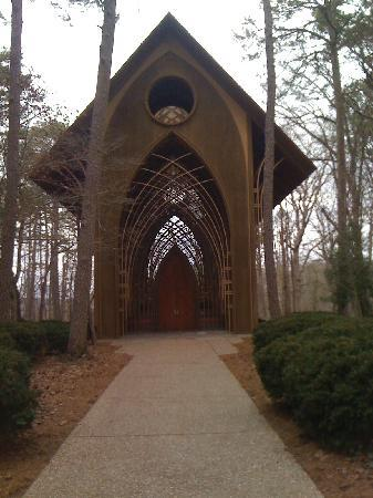 Home-Towne Suites Bentonville: beautiful chapel in the woods