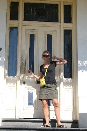 Glenelg, Australië: A 12' ring of grunge around door lock