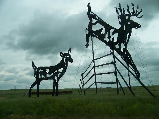 Hettinger, Северная Дакота: Deer sculpture on the Enchanted Highway