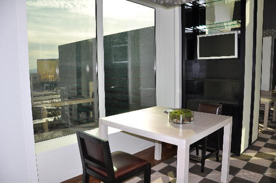 Skylofts at MGM Grand: Writing desk/connector hall with TV