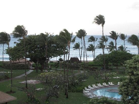 Kaanapali Beach Hotel: View of ocean from balcony