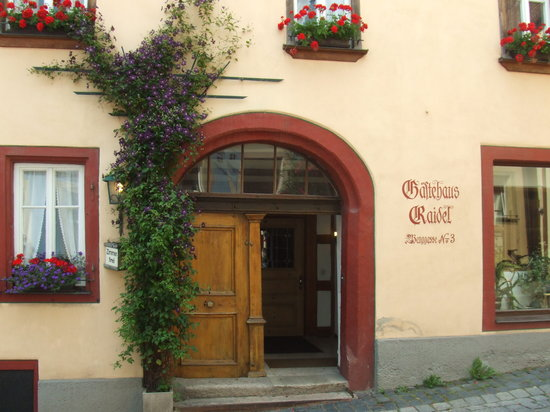 Hotel Raidel: Entrance.