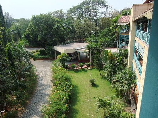Daman Ganga Valley Resort Pvt. Ltd: 中庭