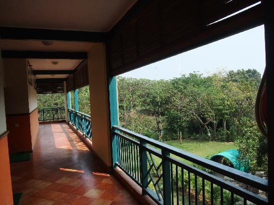 Daman Ganga Valley Resort Pvt. Ltd: ホテルの廊下