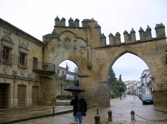 Arco de Villalar o Puerta de Jaén. - Foto di Baeza, Province of Jaen ...