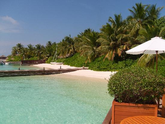 Baros Maldives: Beach